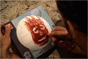 """Nel film Cast Away, l'amico immaginario di Tom Hanks è la palla """"Wilson"""", dal nome del brand (fonte immagine: http://goo.gl/gPm0hP)"""